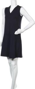 Sukienka Opus z dekoltem w kształcie litery v