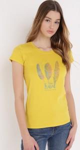 Żółty t-shirt born2be z krótkim rękawem z okrągłym dekoltem z bawełny