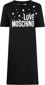 Czarna sukienka Love Moschino z krótkim rękawem z okrągłym dekoltem w stylu casual