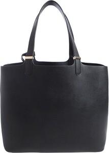 Czarna torebka Pieces na ramię duża w stylu casual