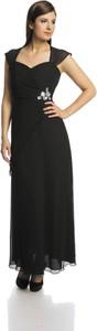 Czarna sukienka Fokus rozkloszowana z szyfonu z dekoltem w karo