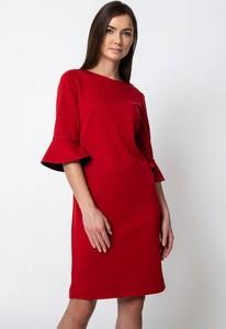 Czerwona sukienka QUIOSQUE mini z okrągłym dekoltem