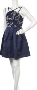 Sukienka Chi Chi z dekoltem w kształcie litery v mini bez rękawów