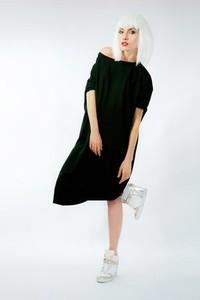 286bdf15c4 Czarna sukienka ONE MUG A DAY midi w street stylu
