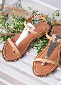 Sandały Casu z płaską podeszwą w stylu casual z klamrami