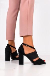Czarne sandały Casu