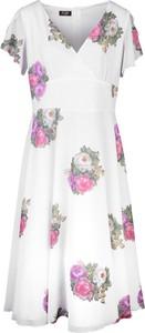 Sukienka Poza z tkaniny z krótkim rękawem