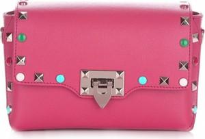 Różowa torebka Vera Pelle w młodzieżowym stylu