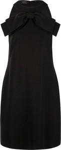 Czarna sukienka Apart mini z okrągłym dekoltem