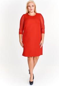 Czerwona sukienka Fokus dla puszystych midi
