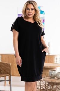 Czarna sukienka KARKO mini w stylu casual z dekoltem w kształcie litery v