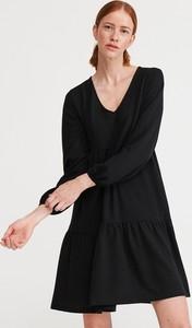 Czarna sukienka Reserved mini z dekoltem w kształcie litery v z długim rękawem