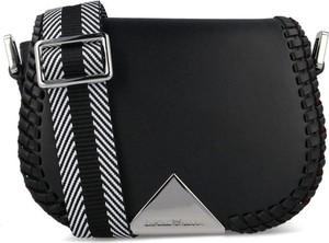 Czarna torebka Emporio Armani w młodzieżowym stylu na ramię