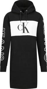 Sukienka Calvin Klein z długim rękawem prosta
