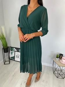 Zielona sukienka ModnaKiecka.pl midi z długim rękawem z dekoltem w kształcie litery v