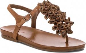 Brązowe sandały Inuovo z płaską podeszwą z klamrami w stylu casual