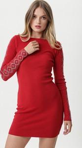 Czerwona sukienka born2be mini z okrągłym dekoltem