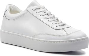 c7eeee321b56a białe trampki z ćwiekami - stylowo i modnie z Allani