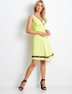 Żółta sukienka Sheandher.pl z dekoltem w kształcie litery v