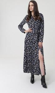 Granatowa sukienka born2be z długim rękawem koszulowa z dekoltem w kształcie litery v