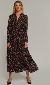 Sukienka Seriously z dekoltem w kształcie litery v z długim rękawem