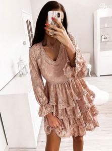 Różowa sukienka Pakuten