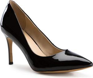 Czarne czółenka Wittchen na szpilce w stylu glamour ze spiczastym noskiem