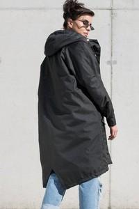Czarny płaszcz REST_FActory