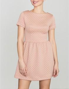 Różowa sukienka LENITIF z krótkim rękawem z okrągłym dekoltem