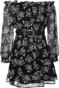 Czarna sukienka Guess z długim rękawem w stylu casual hiszpanka