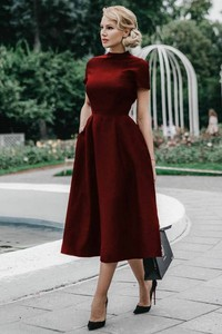 Sukienka Ivet.pl midi z golfem z krótkim rękawem