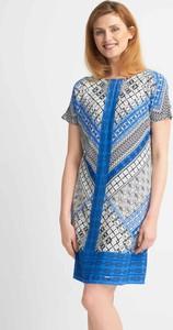 Sukienka QUIOSQUE mini prosta z krótkim rękawem
