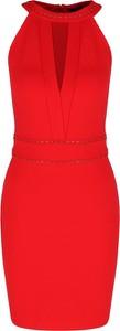Czerwona sukienka Guess Jeans z okrągłym dekoltem mini