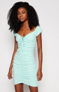 Sukienka Guess z dekoltem w kształcie litery v z krótkim rękawem w stylu casual