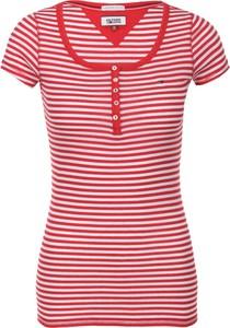Czerwona bluzka Hilfiger Denim w street stylu