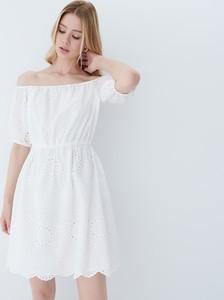 Sukienka Mohito mini hiszpanka z odkrytymi ramionami