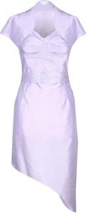Sukienka Fokus asymetryczna z dekoltem w kształcie litery v