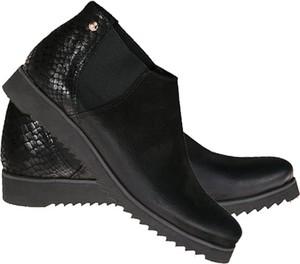 Czarne botki Lafemmeshoes w stylu casual z płaską podeszwą ze skóry