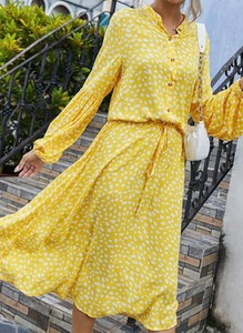 Żółta sukienka Cikelly z długim rękawem kopertowa