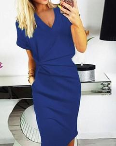 Niebieska sukienka Kendallme midi z dekoltem w kształcie litery v ołówkowa
