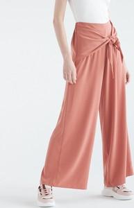 Różowe spodnie Sinsay