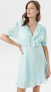 Miętowa sukienka born2be z dekoltem w kształcie litery v w stylu casual mini