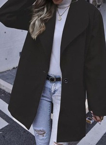 Czarny płaszcz Sandbella w stylu casual z wełny