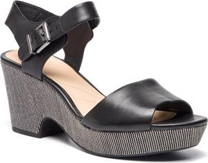 Czarne sandały Clarks na średnim obcasie na obcasie ze skóry