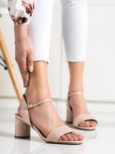 Różowe sandały Czasnabuty z klamrami