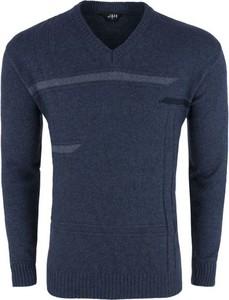 Granatowy sweter J&h z jeansu
