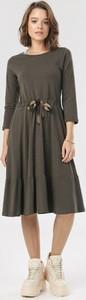Sukienka born2be midi w stylu casual