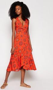 Czerwona sukienka Desigual z dekoltem w kształcie litery v midi