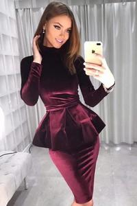 Czerwona sukienka Ivet.pl z golfem z długim rękawem midi