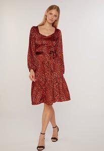 Czerwona sukienka FEMESTAGE Eva Minge w stylu casual z długim rękawem